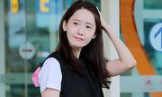 Yoon Ah diện đồ như học sinh, khoe túi hàng hiệu ở sân bay