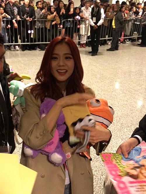 Ji Soo khiến fan đứng ngồi không yên vì góc máy nào cũng đem đến những bức ảnh lung linh cho cô nàng.