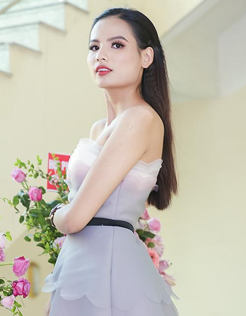 Top 5 Hoa hậu Hoàn vũ Việt Nam 2017 Tiêu Ngọc Linh đồng hành cùng chương trình.