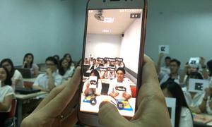 Trường nhà người ta: Kiểm tra bài cũ bằng smartphone và mã code