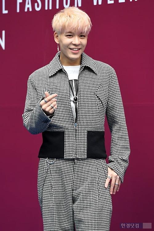 Kang Sung Hoon đang là nhân vật ăn gạch trên nhiều diễn đàn Kpop.