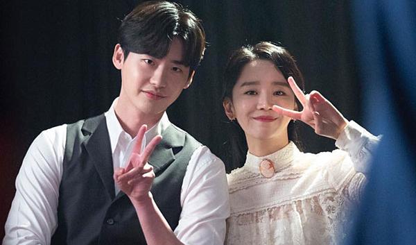 Shin Hye Sun sánh đôi mỹ nam Lee Yong Suk.