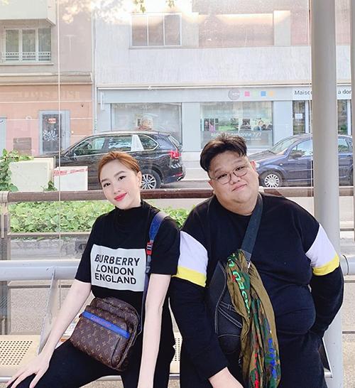 Bảo Thy cùng bạn thân Vương Khang rủ nhau sang Pháp du lịch.