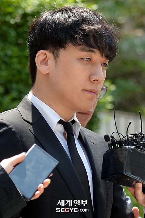 Gương mặt lộ vẻ mệt mỏi của cựu thành viên Big Bang khiến người hâm mộ đau lòng.