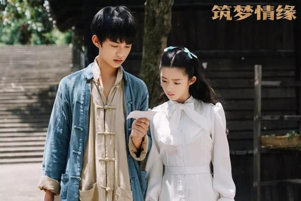 Huỳnh Dương Điền Điềm và Huỳnh Nghị (đóng Thẩm Kỳ Nam thời niên thiếu) tạo thành cặp thanh mai trúc mã đáng yêu trong Trúc mộng tình duyên.