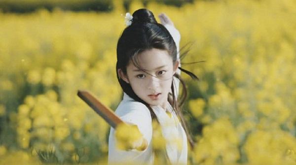 Huỳnh Dương Điền Điềm đóng nữ chính Thư Tĩnh Dung lúc nhỏ trong Thính Tuyết lâu.
