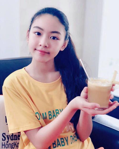 Ở tuổi 14, Mai Thảo Linh ra dáng thiếu nữ. Thảo Linh được khen vì có dung mạo thanh thoát, đường nét xinh đẹp dù không cần trang điểm.