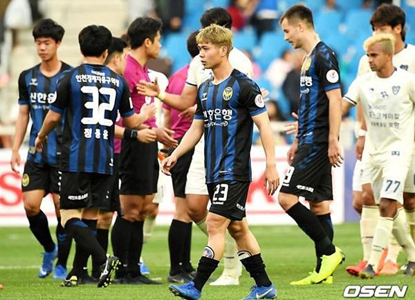 Người hâm mộ lo lắng về số phận của Công Phượng khi Incheon United sắp có HLV mới