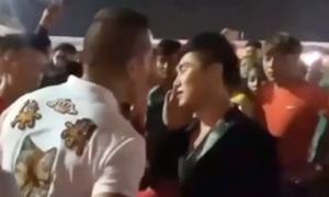 Ca sĩ Du Thiên bị đánh tới tấp khi đi diễn