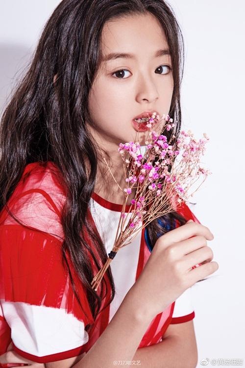 Nhờ diện mạo xinh đẹp và diễn xuất tốt, Huỳnh Dương Điền Điềm đang là diễn viên 10x được chú ý nhất màn ảnh nhỏ Trung Quốc.