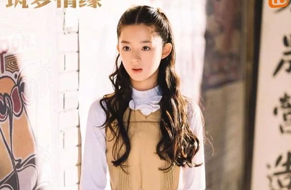 Huỳnh Dương Điền Điềm sinh năm 2007, đóng vai Phó Hàm Quân thời niên  thiếu. Mới 12 tuổi nhưng Huỳnh Dương Điền Điềm đã có dáng vẻ tiểu mỹ  nhân, diện mạo xinh đẹp thanh thoát, thần thái trí tuệ và tiểu thư.