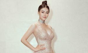 Phương Khánh khoe vòng eo 54cm với váy cắt xẻ bạo