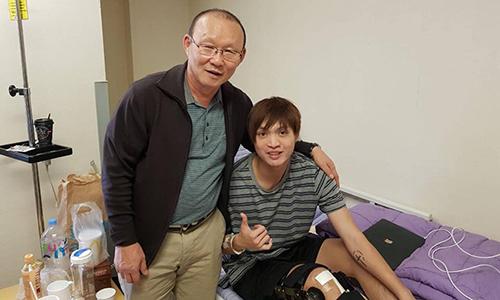 HLV Park từng đến thăm Tuấn Anh khi anh điều trị chấn thương tại Hàn Quốc.