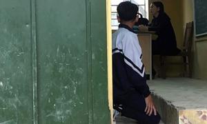 Bắt học sinh quỳ trong lớp, cô giáo Hà Nội bị đình chỉ dạy