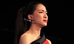 Hòa Minzy bật khóc khi học trò bị chê chọn sai bài, hát không rõ lời