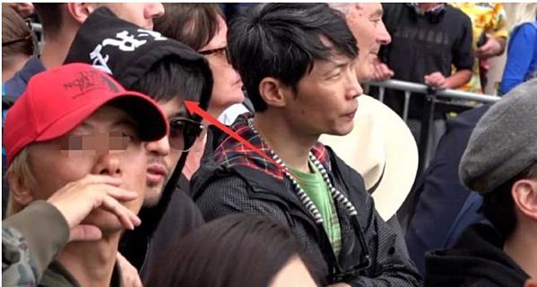 Châu Kiệt Luân lẫn vào đám đông, ngắm vợ trên thảm đỏ Cannes