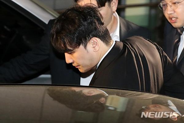 Cựu thành viên Big Bang được thả về nhà trong đêm.