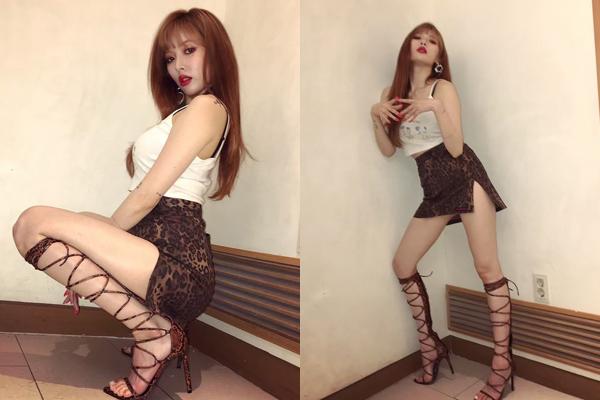 Hyun Ah trở lại sân khấu với bộ đồ cắt xẻ táo bạo, tư thế bốc lửa.