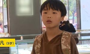 Cậu bé Trung Quốc dùng toàn bộ tiền tiết kiệm mua nhẫn tặng mẹ