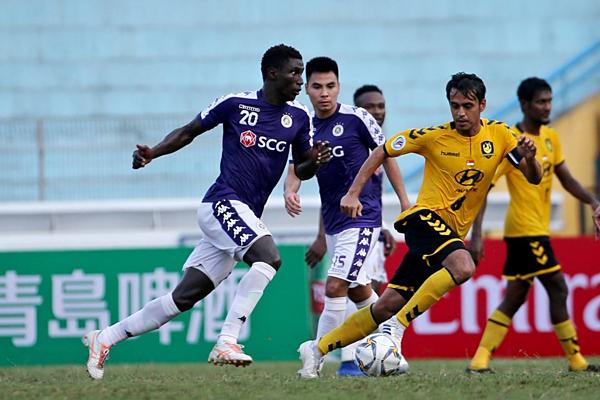 Phạm Đức Huy (thứ hai, trái sang) ghi nhiều dấu ấn trong chiến thắng của Hà Nội FC -Tampines Rovers.