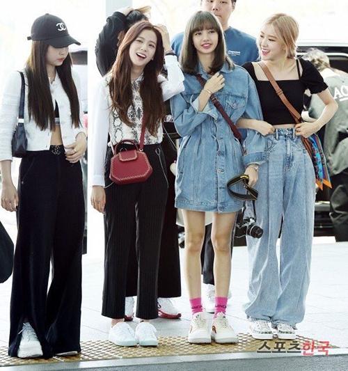 Sáng 16/5, Black Pink lên đường sang Đài Bắc (Trung Quốc) để thực hiện tour concert. Sau khi hoàn thành lịch trình ở Mỹ, gà nhà YG tiếp tục các chuyến lưu diễn ở châu Á.