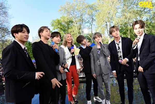 BTS chia sẻ, họ cảm thấy như trong giấc mơ khi thực hiện chuyến lưu diễn tại Mỹ và biết ơn người hâm mộ tại đây đã luôn chờ đợi, ủng hộ nhóm.