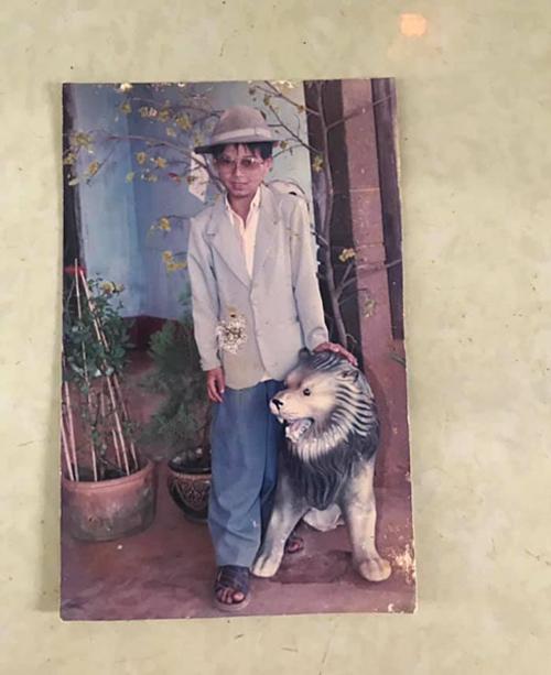 Hồ Quang Hiếu lục lại bức ảnh ngộ nghĩnh thuở ấu thơ.