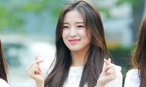 'Nữ thần Kpop mới' chiếm spotlight, Hani 'bánh bèo' ở Music Bank
