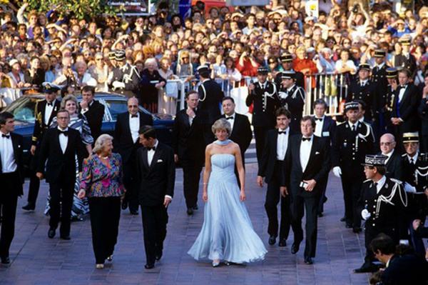 Công nương Diana nổi bật trong lần duy nhất tham dự LHP Cannes.