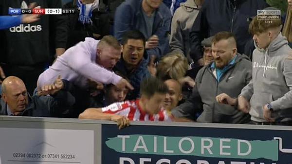Anh bị CĐV đấm và đá vào người. Ảnh: Sky Sports