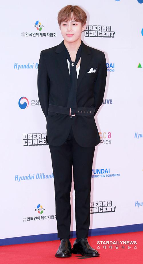 Sau khi rời Wanna One, Ha Sung Woon đang hoạt động thành công với tư cách nghệ sĩ solo.