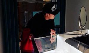 Lộ ảnh So Ji Sub đi mua nhẫn, fan mong chờ 'happy ending'