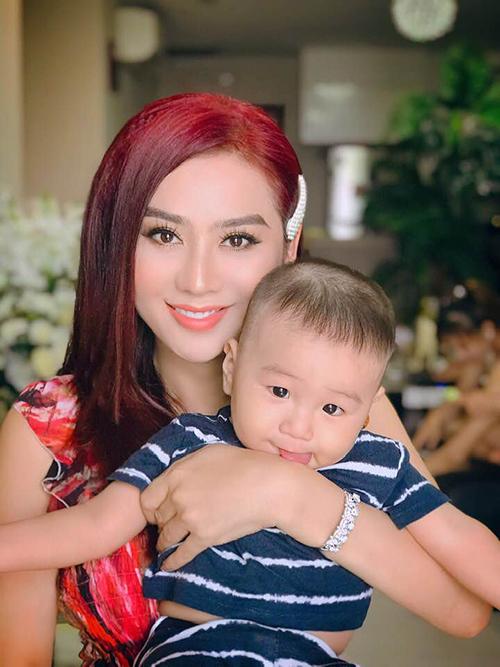 Con trai Lâm Khánh Chi kháu khỉnh, đáng yêu