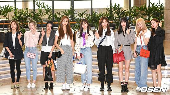 Sáng 18/5, Twice lên đường sang Nhật dự KCON 2019. Nhóm nữ nhà JYP là đại diện cho thế hệ Hallyu thứ 3 ở thị trường Nhật Bản.