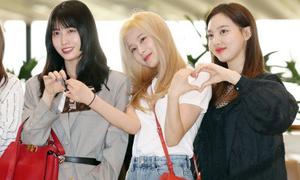 Twice, Park Bo Gum khoe nhan sắc ở sân bay
