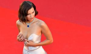 Bella Hadid - mỹ nhân khoe thân táo bạo nhất nhì thảm đỏ Cannes
