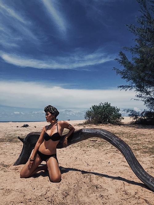 Nam Thư diện bikini khoe vóc dáng bốc lửa