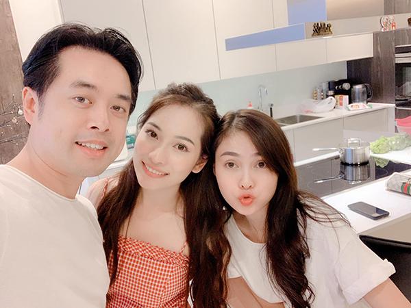 Dương Khắc Linh đón bạn gái Sara Lưu và chị dâu tương lai Lưu Hiền Trinh qua nhà chơi, nấu ăn chung.