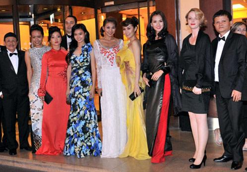Tại sự kiện tại LHP Cannes lần thứ 64, 3 vị đạo diễn cùng 6 nữ diễn viên Việt: Hồng Ánh, Mỹ Duyên, Thanh Hằng, Minh Thư, Minh Hằng, Lan Ngọc