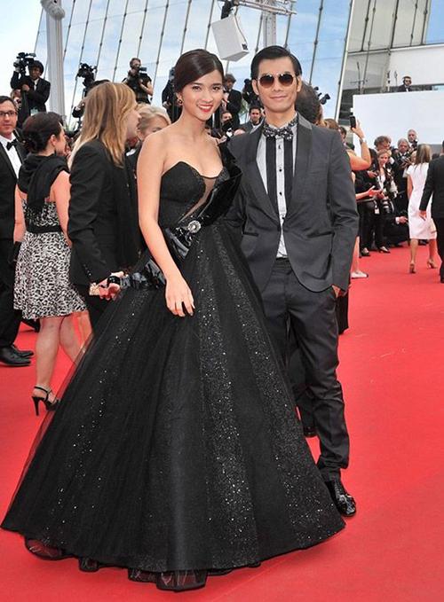 Kim Tuyến, Kim Hiền cùng đạo diễn Đào Bá Sơn, nam diễn viên kiêm người mẫu Nhan Phúc Vinh được mời tới Cannes.