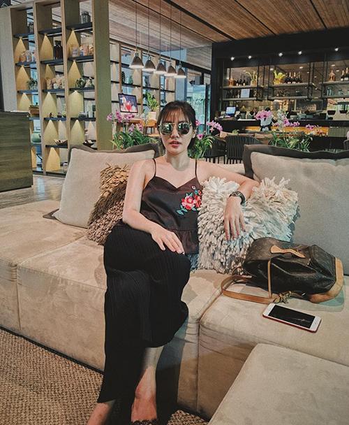 Văn Mai Hương gọi chuyến đi chơi Thái Lan là về quê.