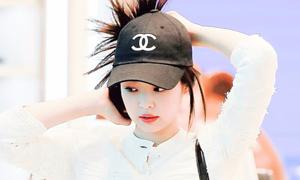 Jennie gây sốt với kiểu tóc 'búi bừa' vẫn xinh