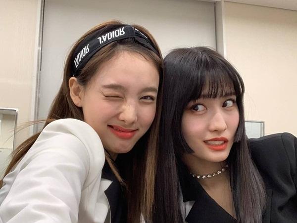Na Yeon (trái) và Momo