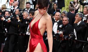10 bộ váy hở hang trên thảm đỏ Cannes