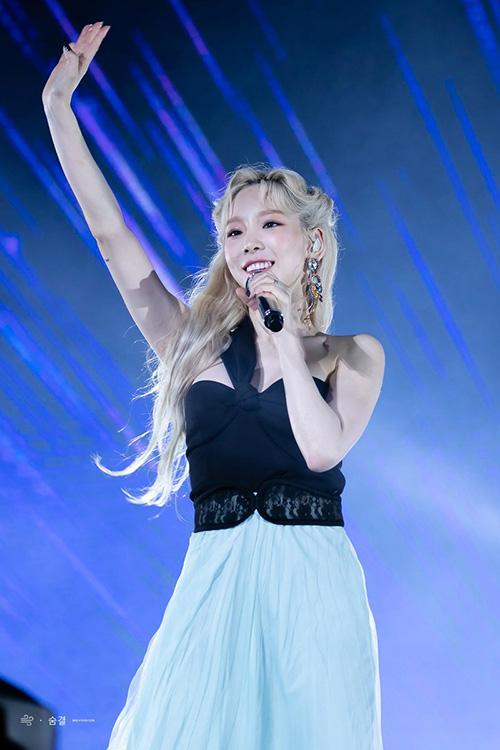 Trong đêm concert, kiểu tóc và cách trang điểm của Tae Yeon khiến nhiều người đến nhân vật Elsa.
