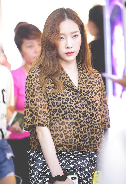 Tae Yeon mất eo thon, trông ngắn một mẩu khi diện quần yếm - 5