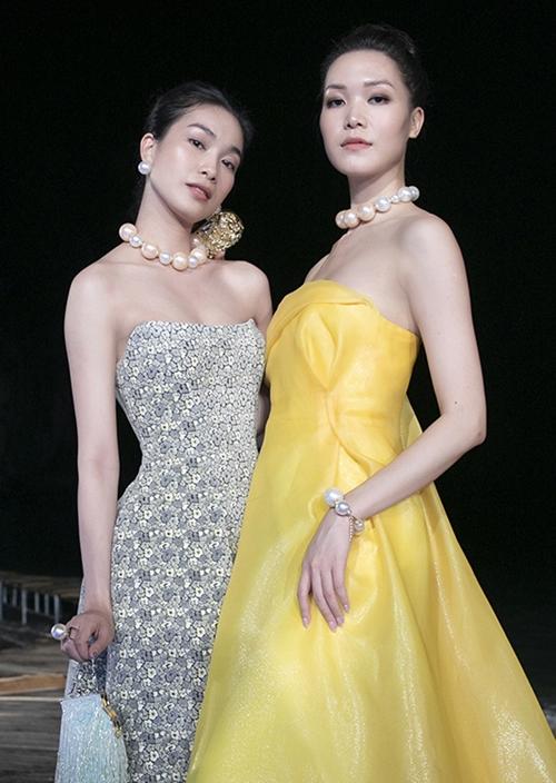 Hoa hậu Thùy Dung (trái) và Á hậu Coco Thùy Dung hội ngộ.