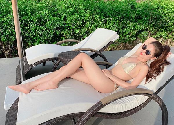 Duyên Sara khoe da trắng, dáng nuột với bikini.