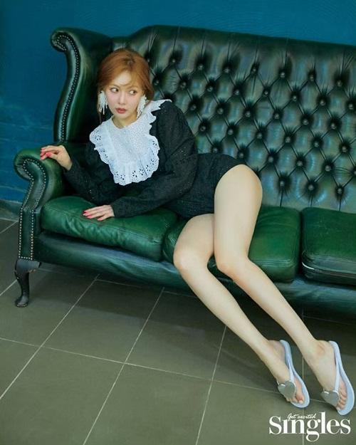 Hyun Ah tạo dáng khoe chân thon nuột trong ảnh tạp chí.