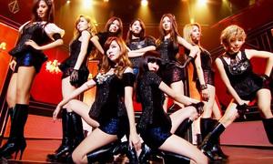 'Chị đại' SNSD bán album vượt Twice, Black Pink